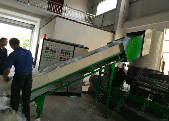 CE approved PE PP Film Bag Plastic Recycling Granulator Pelletizing Machine , Soft Plastic Granules Making Machine feeding